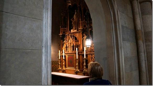 1030 eine Seitenkapelle (1024x575)