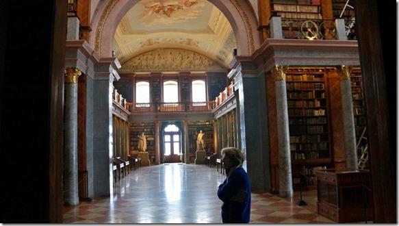 1036 die Bibliothek mit ca. 40000 alten Büchern (1024x575)