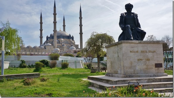1089 die Selim Moschee in Edirne ist grösste Moschee der Türkei (1024x575)