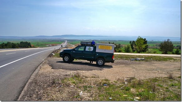 1098 ein Stopp vor den Dardanellen, im Hintergrund sieht man das Meer mit der Dardanellen-Landzunge um die schon mancher Krieg ausgetragen wurde (1024x575)
