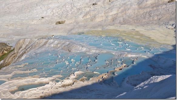 1185 das türkisblaue Wasser das den Kalk mitführt und hier ablagert (1024x575)