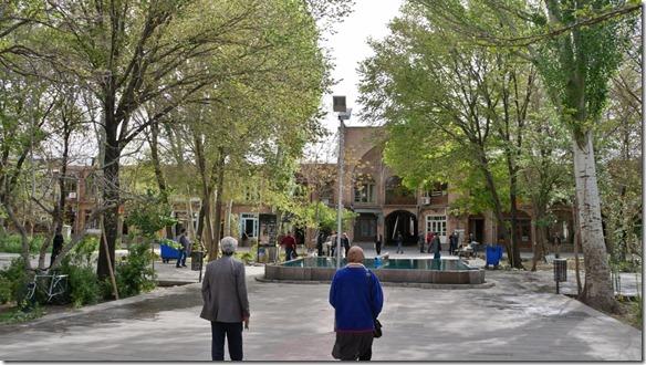 1272 wunderschöner Innenpark der Karavanserei mit Wasserbrunnen in der Mitte (1024x575)