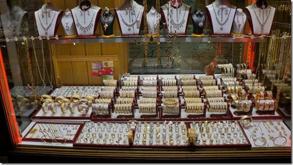 1276 jeder Bazarabschnitt hat sein Geschäftsfeld = keine Durchmischung von Food und Nonfood oder Mechanischem und Goldschmiede (1024x575)