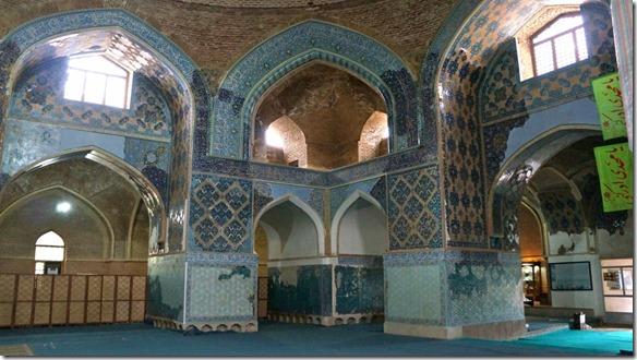 1305 der Innenraum; die ganze Mosche wird seit 1973 aus den Resten wieder aufgebaut (1024x575)