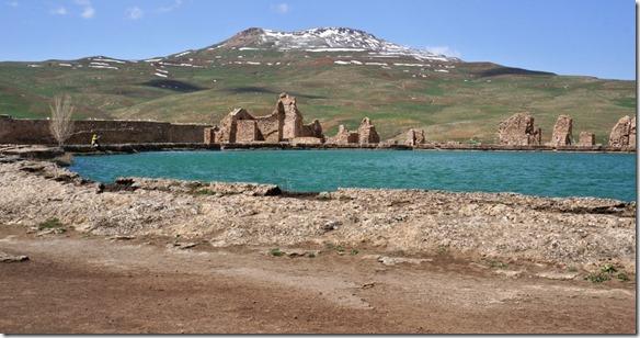 1311 alles ist auf über 2000 Meter. Das mineralhaltige Wasser ist Sommer und Winter 21°C (1024x537)