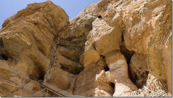 1327 hier sieht man die einzelnen Stockwerke des Höhlensystems das von Menschenhand geschaffen wurde (1024x575)