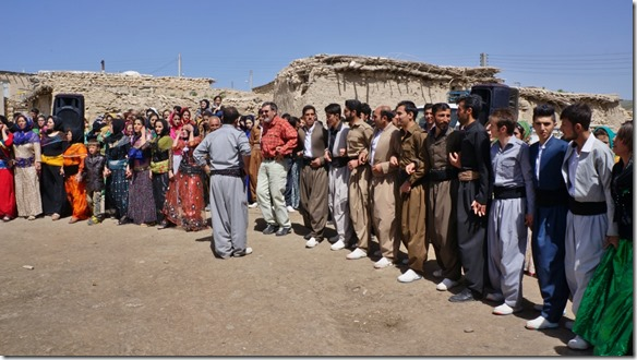 1334 es waren Kurden die hier mich zum Tanz mitgenommen haben (1024x575)