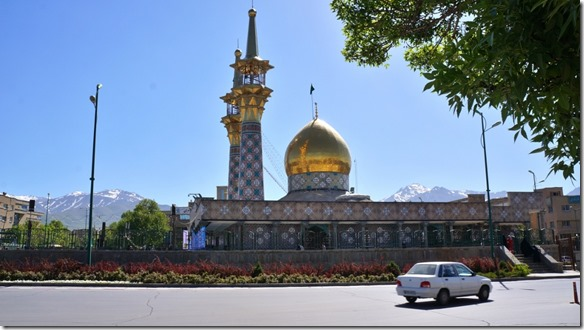 1385 eine goldene Moschee auf dem Weg zum Bazar von Hamadan (1024x575)