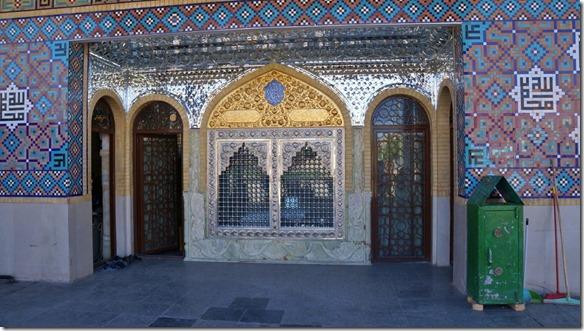 1387 der Eingang zu dieser schönen und reich verzierten Moschee (1024x575)