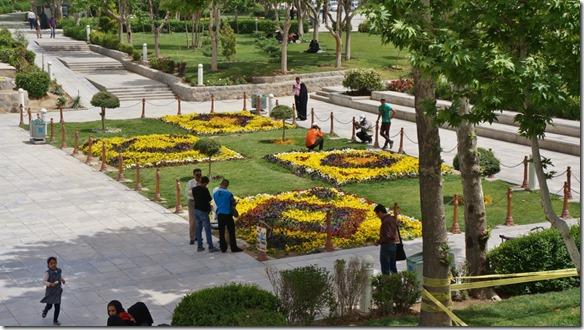 1533 Einer der vielen gepflegten Parks in Isfahan   (1024x575)