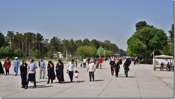 1595 Touristen im Anmarsch auf Persepolis  (1024x575)