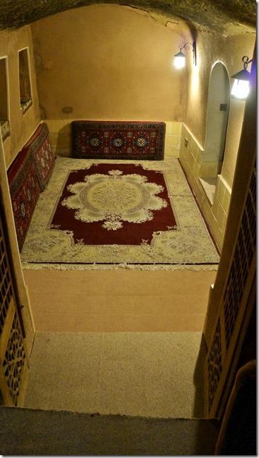 1651 unser Aufenthaltsraum im Hotel Eshan in Kashan (575x1024)