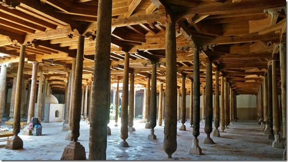 1853 In dieser Halle haben wir über 170 geschnitzte Holzsäulen gezählt (1024x575)
