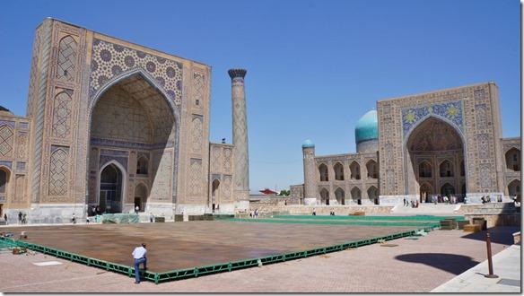 1950 Hier wird die Bühne für ein Musikfestival im August auf dem Hauptplatz des Registans aufgebaut  (1024x575)