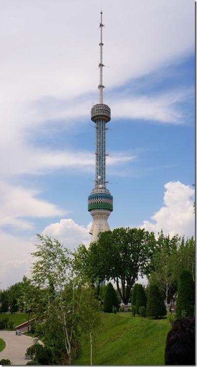 2009 Fernsehturm mit stattlichen 380 Metern gebaut auf den höchsten Punkt von Taschkent (544x1024)