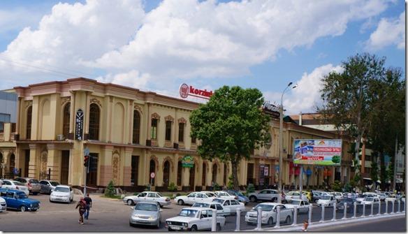 2010 es gibt auch schöne alte Gebäude in der jungen neuen Stadt (1024x583)