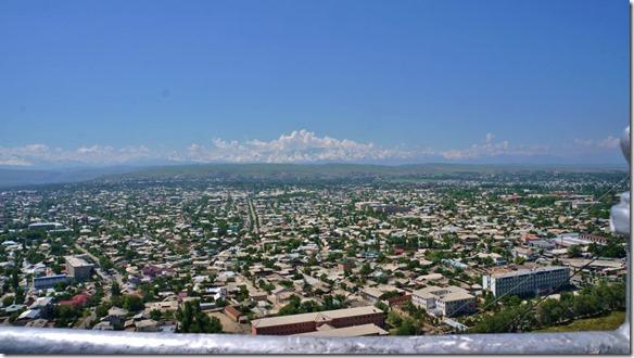 2051 Ausblick auf die Stadt Osh und die Berge im Süden (1024x575)
