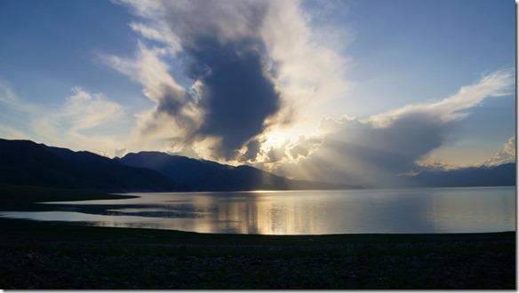 2981 Sonnenuntergang am mit Regenwolken  (1024x575)