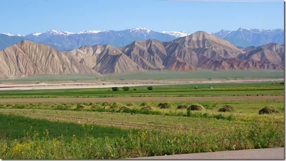 2987 Die Berge am Ende des Tien-Schan Highway  (1024x575)