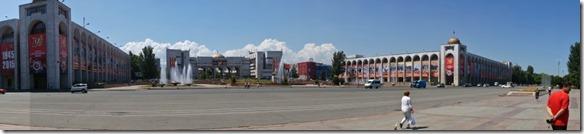3036 Der rote Platz in Biskek  (1024x232)