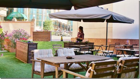 3052 die Gartenbeiz des Hotels Alma (unsere 1. Unterkunft in Kasachstan um auf die Registrierungen zu warten = 3 Tage) (1024x575)