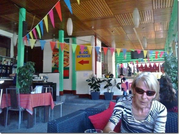 3057 bei sehr warmem Wetter in einem Strassenrestaurant in Almaty (1024x768)