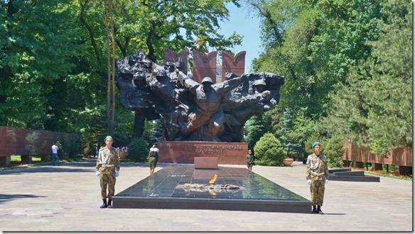 3063 Wache vor dem Monument der 28 Gardsmen (1024x575)