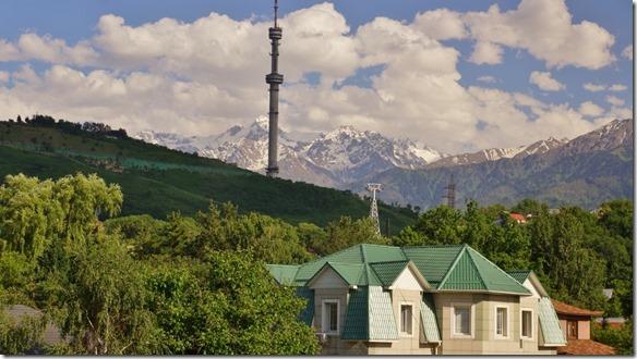 3074 Foto vom Hotel auf die Berge die nur ca. 30 km entfernt sind (Aussentemperatur beim Hotel ca. 35°C) (1024x575)