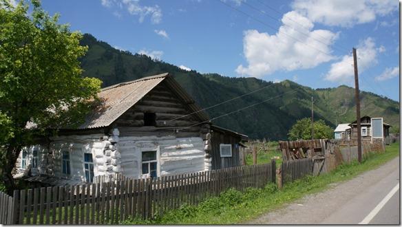 3135 Blockhäuser auf dem Weg zum Seminskij Pass  (1024x575)
