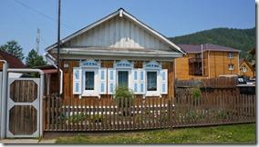 3253 Oft sind es Blockhäuser mit farbigen Elementen  (1024x575)