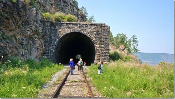 3273 Total sind 48 Tunnels mit einer Länge zwischen 100 und 700 Metern   (1024x575)