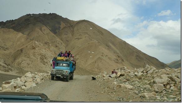 4004 Heute sind die Nomaden beim Umziehen motorisiert  (1024x575)