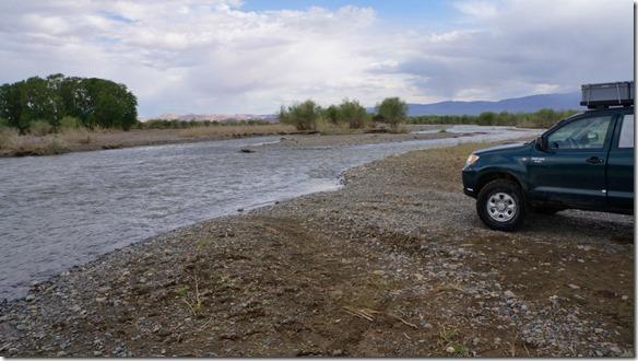 4007 der erste Arm des grösseren Flusses, ca 1.10 Meter tief, haben wir geschafft  (1024x575)