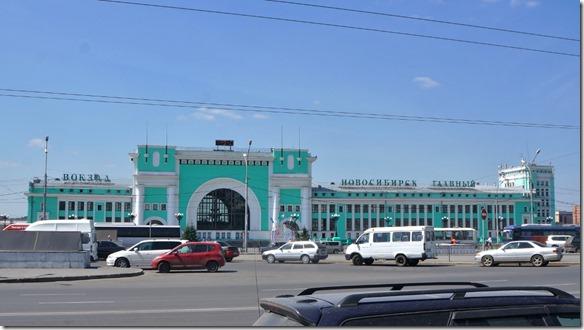 3380 Der Bahnhof von Novosibirsk einer Lokomotive nachempfunden  (1024x575)