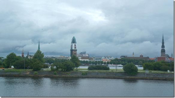 3665 Das Stadtzentrum Riga an der gegenüberliegenden Flussseite  (1024x575)
