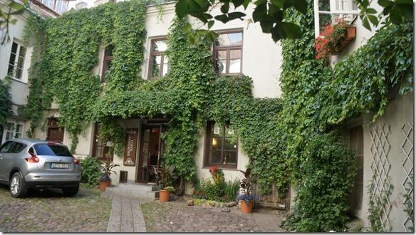 3703 Innenhof in der Altstadt von Vilnius  (1024x575)