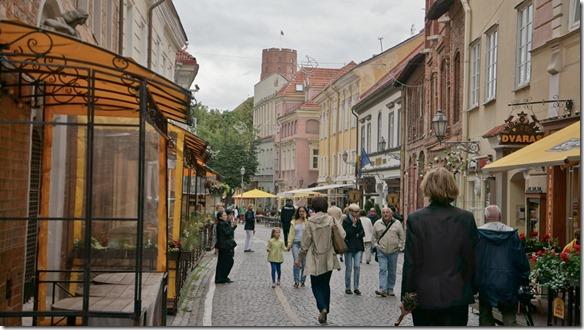 3714 Gasse in Vilnius mit viele Restaurants  (1024x575)