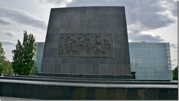 3738 Die Deportation der Juden aus dem Warschauer Ghetto  (1024x575)
