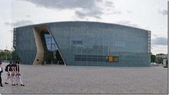 3741 Museum zur Judenverfolgung, der rechte Teil symbolisiert die Verfolgung, der linke den Neuanfang  (1024x571)