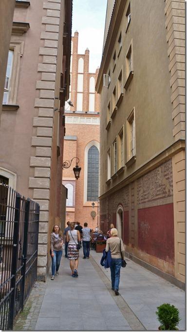 3750 Gasse in der Altstadt von Warschau  (575x1024)