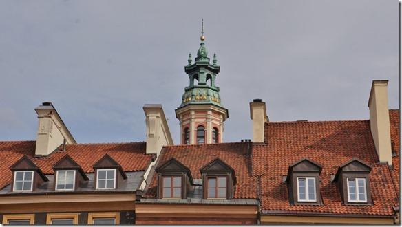 3758 Glockentum über dem Marktplatz in Warschau  (1024x575)