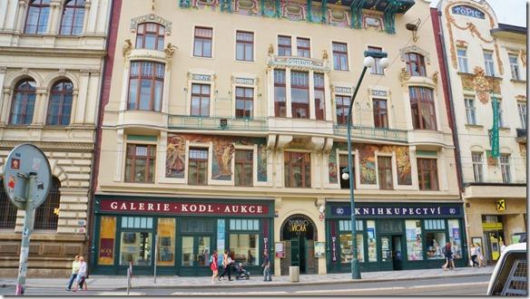3807 eine der vielen sehr schön bemalten Hausfassaden von Prag (1024x575)