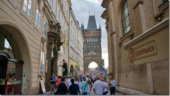 3923 aus der Altstadt auf die Karlsbrücke (1024x575)