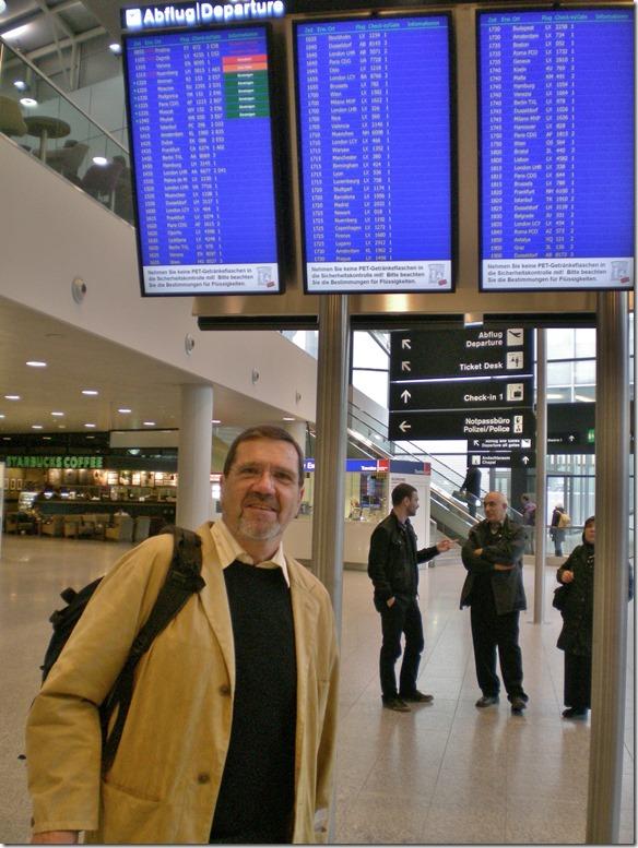 994 unter der Anzeigetafel im Flughafen Zürich