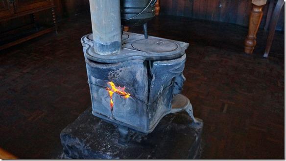 1383 so wird geheizt im Sanipass-Restaurant (zusammengehalten mit Draht)