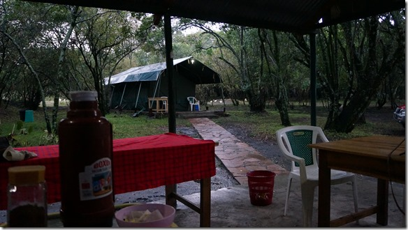 2100 das Zelt wird nicht aufgestellt = wir übernachten im 'tented Camp'