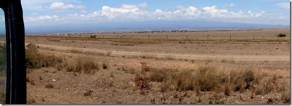 2306 man kann den Mount Kenia nur erahnen = er versteckt sich in den Wolken