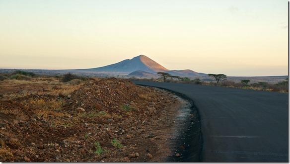 2336 Stimmungsbild bei Sonnenaufgang auf dem Weg nach Moyale