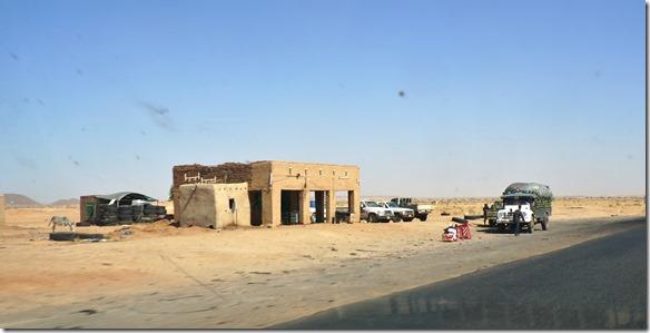 2745 eine Wüstenraststätte