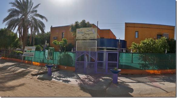 2751 nach dem campieren in Khartoum übernachten wir in Atbara, einer Wüstenstadt, im Nile Hotel (der Besitzer Khaled hat uns vor einer 2-tägigen Sandpistenfahrt abgeraten)